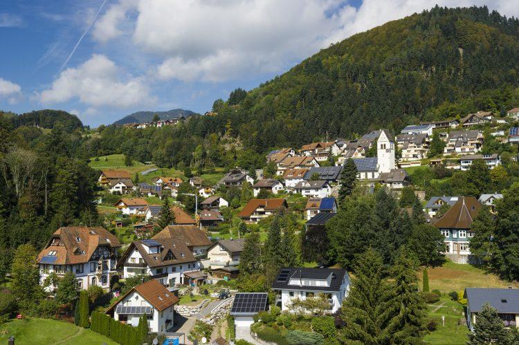 vue-du-village-de-scho%cc%88nau-dans-la-fore%cc%82t-noire-c-ews